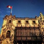 Lado derecho del Arzobispado de Lima, dentro de Plaza Mayor de Lima