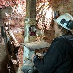 Red Earth Opal - The Opal Mine Tour Resmi