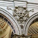 fregio sulla parete sx della navata centrale