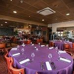 Table ovale au restaurant