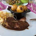 Filet mignon de porc , sauce au vin et chocolat