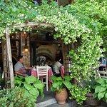 Photo de Taverna to Paramithi