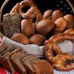 Прецель и хлеб печем сами.