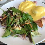 Eggs benedict with side salad