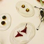 Amuses bouches : sabayon pinot noir, presskopf, gateau de brochet, betterave et anguille fumée