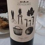 Un vino de Ronda que va genial para acompañar el chivo asado!!