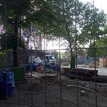 Stavební práce okolo věže jsou v plném proudu ...