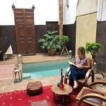 Este Riad es precioso, el trato excelente. Repetiria mil veces! Los desayunos son muy variados,