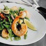 Руккола с креветками и морепродуктами (390 руб.)