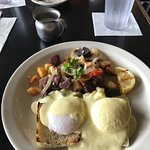 Pestos is doing breakfast now, just tried the Eggs Benedict, super yummy potatoes