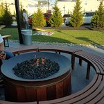 Cool place! Firepit, yard games, indoor/outdoor seating. Delicious food.