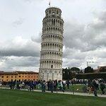 Su famosa torre inclinada