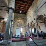 L'interno in zona abside