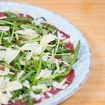 Il Cortile, espacio gastronómico donde puedes disfrutar auténticos sabores italianos.