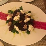 Салат со свеклы со сливочным сыром и ореховым муссом
