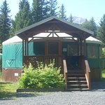 30 Ft. Yurt - Sleeps up to (8)/with private bath /full kitchen