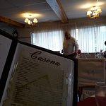 Sentados con el menu