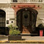 Esta puerta minima contiene un extraordinario hotel
