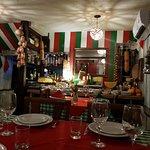 Restaurante pequeno e super aconchegante e o atendimento  excepcional Garçom Geovani super atenc