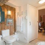 Tudor Room en suite Bathroom