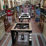 صورة فوتوغرافية لـ GUM Department Store (Glavny Universalny Magazin)