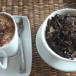 Cafè cappucino and a vanila cream with chocolate flakes dessert