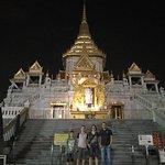 Wat Traimit in der Nacht