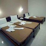 triple room, single beds