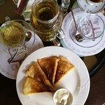 Травяной чай, блинчики с мясом и кофе по йеменски
