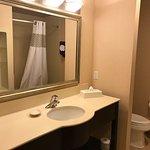 Standard Room on 4th floor: spacious bathroom
