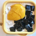 Wholesome goodness of mango and grass jelly.