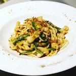 Spaghetti gamberi, zucchine e bottarga.