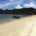 Photo de Tanjung Rhu Beach