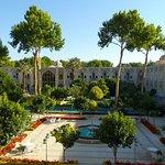 Blick vom Zimmer in den persischen Garten des Hotels