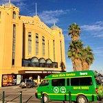 Bus tours to explore Melbournes popular tourist attractions