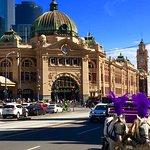 Melbourne's most popular bus tour Ozzie Mate Service, explore arcade buildings, street art, cafe