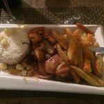 platos tradicionales bien preparados y bien servidos