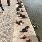 Παπούτσια στον Περίπατο του Δούναβη: Shoes on the Danube Bank