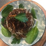 Mujadara : braised lentils and basmati rice topped with charred/caramelised onion. Just like tai