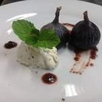 Baked Figs with creamed Cheese starter, Food & wine pairing