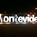 Letreiro de Montevideo em Pocitoa à noite!