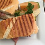 Nibbles Eatery: Kitchen