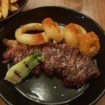 طبق لحم البقر مع حلقات البصل و صحن فطر تشيتاكي الرائع