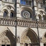صورة فوتوغرافية لـ كاتدرائية نوتردام