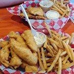 Фотография Scalawag's Whitefish & Chips