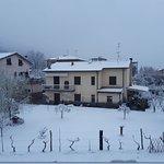 vista della struttura, nel paesaggio invernale