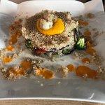 Timbal d Quinoa con tempura d verduras y langostinos.Tosta de pan de pueblo con salmorejo y jamó