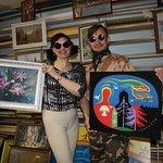 Наталья Красовская и Александр Гермесов со своими картинами.