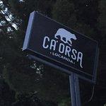 Das Schild erkennt man von der Straße Pozzi del Amore aus