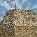 Grube mury wieży zamkowej